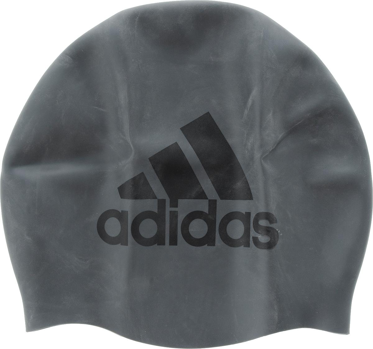 Шапочка для плавания Adidas. CE9931CE9931Классическая шапочка для плавания Adidas, выполненная из силикона, плотно облегает голову, обеспечивая комфортную и надежную посадку. Эта шапочка помогает уменьшить сопротивление и увеличить мотивацию с помощью оригинального дизайна.