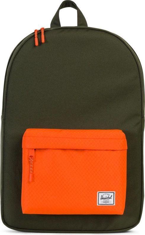 Рюкзак городской Herschel Classics, цвет: хаки, оранжевый, 22 л. 10001-01574-OS132077-0819Рюкзак Herschel Classic целиком и полностью оправдывает свое название, выражая совершенство в лаконичных и идеальных линиях. Этот рюкзак создан для любых целей и поездок и отлично впишется в абсолютно любой стиль.