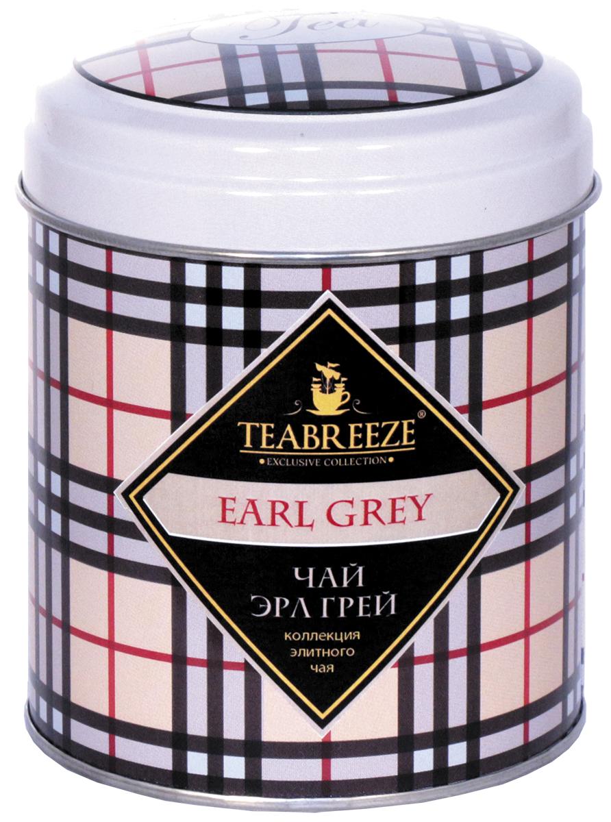 Teabreeze Эрл Грей чай черный ароматизированный (круглая), 100 гТВ 3005-100TEABREEZE. Чай в подарочной жестяной банке. Английская традиция ароматизировать чай бергамотом насчитывает, без малого, вот уже 300 лет. Именно тогда появился «Earl Grey» - чайный напиток с запахом цитрусовых, который давно уже стал классикой не только в дневном чаепитии Великобритании, но и полюбился людям во многих странах. Его вкус напоминает чай с лимоном, однако он значительно мягче, в нем совсем не ощущается кислоты. Наоборот, напиток из пропитанного маслом бергамота чайного листа оставляет на языке пряный и мягкий след. «Earl Grey» изготовлен из чайного листа высшего сорта с добавлением натурального масла бергамота и замечательно подходит для любого чаепития.