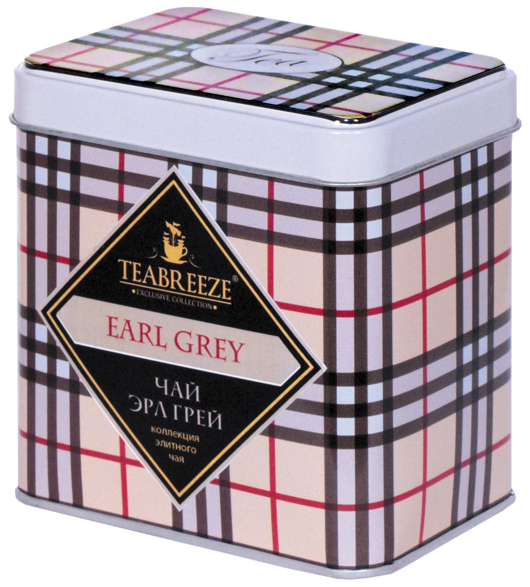 Teabreeze Эрл Грей чай черный ароматизированный (прямоугольная), 100 гТВ 3006-100TEABREEZE. Чай в подарочной жестяной банке. Английская традиция ароматизировать чай бергамотом насчитывает, без малого, вот уже 300 лет. Именно тогда появился «Earl Grey» - чайный напиток с запахом цитрусовых, который давно уже стал классикой не только в дневном чаепитии Великобритании, но и полюбился людям во многих странах. Его вкус напоминает чай с лимоном, однако он значительно мягче, в нем совсем не ощущается кислоты. Наоборот, напиток из пропитанного маслом бергамота чайного листа оставляет на языке пряный и мягкий след. «Earl Grey» изготовлен из чайного листа высшего сорта с добавлением натурального масла бергамота и замечательно подходит для любого чаепития.