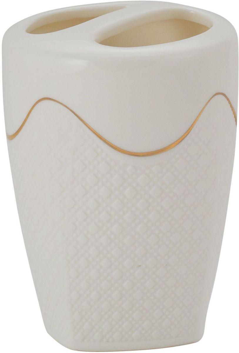 Стакан для ванной комнаты Swensa Конте, керамика, цвет: белыйATP-184Стакан для зубных щеток из коллекции Конте — необходимый элемент ванной комнаты, предназначенный для хранения зубных щеток. Емкость вытянутой овальной формы изготовлена из белой керамики. Золотые полосы, ритмично чередующиеся с кружевными участками керамической поверхности, выступают в качестве эффектного украшения стакана. Изделие великолепно выглядит в комплекте с иными аксессуарами из этой же коллекции.