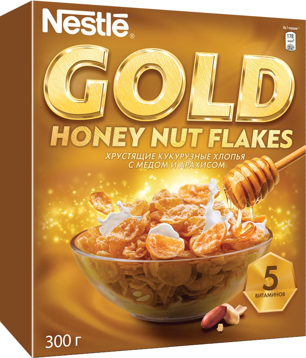 Nestle Gold Honey Nut Flakes готовый завтрак, 300 г0120710Готовый завтрак Nestle Gold Honey Nut Flakes - это отличный завтрак для всей семьи. Хрустящие кукурузные хлопья с медом и арахисом дополнительно обогащены комплексом витаминов. Каждая порция готового завтрака более чем на 15% удовлетворяет рекомендуемую суточную потребность в витаминах B2, B3 (ниацине), B5 (пантотеновой кислоте), B6 и B9 (фолиевой кислоте). Вы любите начинать утро с полезного, качественного и вкусного завтрака? Вы привыкли выбирать для себя только самое лучшее? Тогда кукурузные хлопья с медом и арахисом Gold Honey Nut Flakes - для вас! Хлопья рекомендуется употреблять с молоком, кефиром, йогуртом или соком. Уважаемые клиенты! Обращаем ваше внимание на то, что упаковка может иметь несколько видов дизайна. Поставка осуществляется в зависимости от наличия на складе.