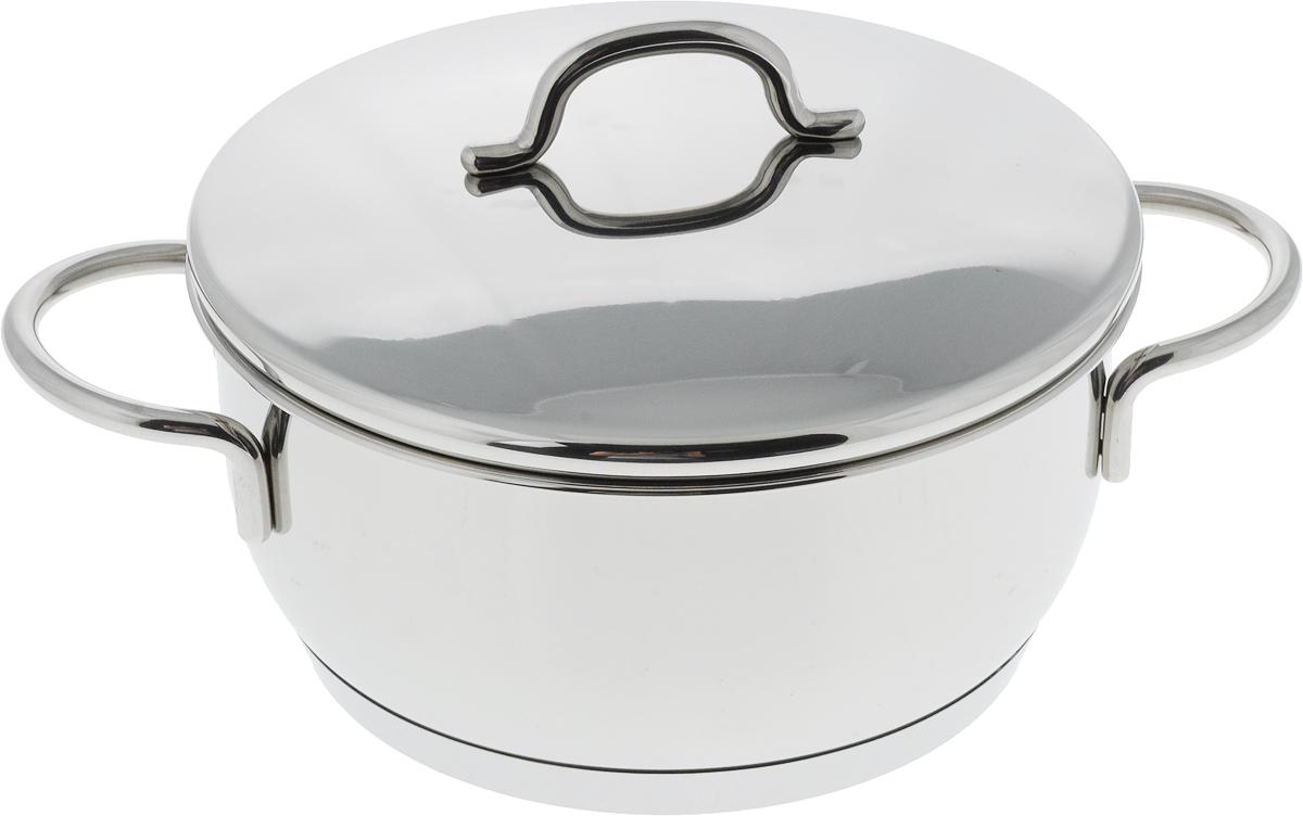 Кастрюля Metalac Posude Грация. Inox, с крышкой, 2,7 л167594Кастрюля Metalac Posude Грация. Inox изготовлена из высококачественной нержавеющей стали марки 18/10. Внешняя сторона посуды отполирована до зеркального блеска, а внутренняя имеет полировку с эффектом сатина. Посуда предназначена как для традиционного способа приготовления пищи, так и для приготовления без воды/жира или с добавлением минимального количества, чтобы сохранить в продуктах витамины и исключительный вкус. Изделие имеет капсульное дно с алюминиевой прослойкой, которое способствует быстрому поглощению тепла и равномерному распределению по дну и корпусу, что ускоряет процесс приготовления. Кроме того, такое дно сохраняет тепло приготовленной пищи в посуде от 6 до 8 часов. Изделие универсально, его можно использовать как для приготовления пищи, так и для сервировки готовых блюд. Крышка также выполнена из нержавеющей стали. Плотно закрывающаяся крышка и специальная форма кромки предотвращают разливание жидкости и обеспечивают максимальную герметизацию. Это способствует сохранению температуры внутри изделия и аромата приготовляемого блюда. Посуда оснащена эргономичными не нагревающимися ручками.Кастрюля подходит для всех видов плит, включая индукционные. Можно мыть в посудомоечной машине.Ширина кастрюли (с учетом ручек): 29 см.