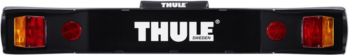 Панель световая Thule Light Board. 976976Световая панель Thule Light Board заменяет самые важные задние фары вашего автомобиля. Панель сочетается с переходником для световой панели Thule Light Board Adapter 9761 на Thule HangOn 972/974 и Thule Xpress 970. Фиксируется с помощью ремней для всех остальных креплений для перевозки велосипедов.Машина должна иметь 7-контактную или 13-контактную электрическую розетку для соединения световой панели с автомобилем.