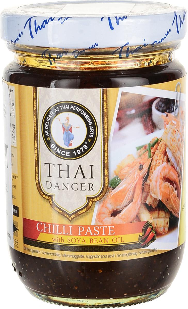 Thai Dancer Паста чили с сушеными креветками, 250 гKW0004032Незаменимая в тайской кухне Паста Чили с сушеными креветками и соевым маслом для приготовления огромного количества вкуснейших аутентичных тайских блюд.Уважаемые клиенты! Обращаем ваше внимание на то, что упаковка может иметь несколько видов дизайна. Поставка осуществляется в зависимости от наличия на складе.