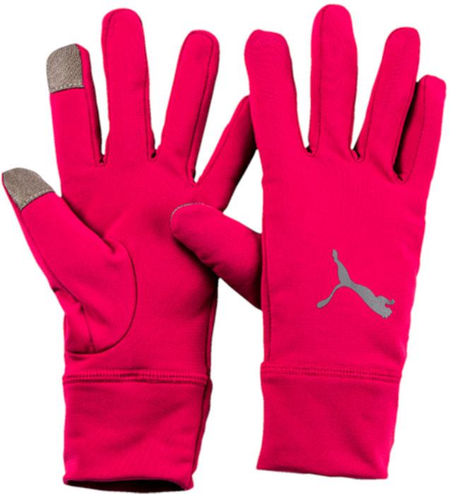 Перчатки для бега женские Puma Pr Performance Gloves, цвет: малиновый. 04129403. Размер M (9)04129403Перчатки для бегуна с длинными манжетами, изготовленными из мягкого эластичного материала, имеют оригинальный фасон и множество приспособлений, делающих их идеальным выбором для любителей бега. В левой манжете имеется отверстие для того, чтобы во время бега можно было быстро взглянуть на циферблат/дисплей часов или фитнес-браслета, на ладонной части правой перчатки имеется кармашек для ключей, а большой и указательный пальцы правой перчатки имеют особое покрытие, упрощающее работу с электронными устройствами. Перчатки декорированы набивным логотипом PUMA, выполненными из светоотражающего материала, нанесенным на их тыльную сторону.