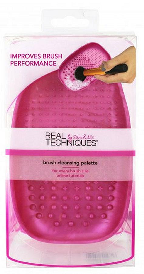 Real Techniques Палетка для очистки кистей Brush cleansing palette1471МБлагодаря особой поверхности палетка отлично справляется с чисткой любых кистей для макияжа, позволяя использовать меньшее количество моющего средства.Палетка выполнена из силикона и очень удобно помещается в руке.Очищает кисти на 55% лучше (по сравнению с ручным очищением).