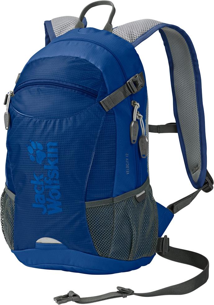 Рюкзак спортивный Jack Wolfskin Velocity 12, цвет: синий, 12 л. 2004961-12412004961-1241Компактный, прочный, универсальный рюкзак для бега и велосипедного спорта. Любите кататься на велосипеде? Любите чувствовать ветер в лицо и наслаждаться проплывающими мимо пейзажами? Рюкзак Velocity 12 (Велосити 12) позаботится о том, чтобы все, что вам нужно, было у вас за спиной. Небольшой рюкзак с системой подвески ACS Tight (ЭйСиЭс Тайт) настолько плотно и удобно прилегает к телу, что вы его почти не будете замечать - прекрасное решение для энергичных видов спорта. Вентиляционный канал по центру спинки рюкзака, воздухопроницаемая набивка и дышащее сетчатое покрытие отвечают за охлаждение вашей спины во время движения. Практичные велосипедные фишки включают в себя крепление для шлема, светодиодную подсветку спереди и специальный отсек для насоса или бутылки с водой.