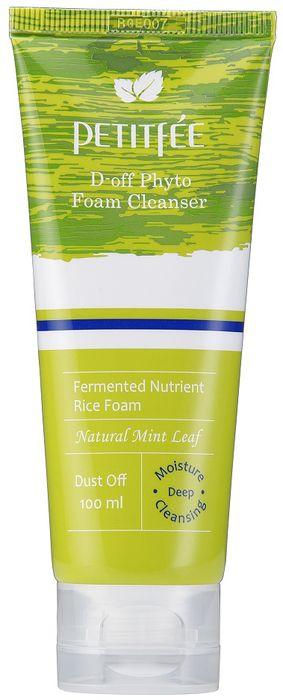 Petitfee Фито-пенка для глубокого очищения D-Off Phyto Foam Cleanser, 100 мл041545Великолепное средство для ежедневного ухода за кожей. Она обеспечивает предельно глубокое и качественное очищение кожи от загрязнений, улучшает её тонус и защищает эпидермис от воздействия свободных радикалов. Подходит для всех типов кожи, не содержит примесей химического и животного происхождения, благодаря чему не вызывает сухость или раздражение. В роли скрабирующего элемента выступают специальные капсулы с натуральной мятой. Капсулы мягко и тщательно вычищают поры кожи от ежедневного загрязнения в виде излишек кожного себума и остатков косметики. Также скраб убирает ороговевшие клетки и создает приятный, комфортный, освежающий и охлаждающий эффект. В то же время мятный компонент скраба не имеет ярко выраженного, ощутимого запаха.Помимо мятного скраба эта нежная, воздушная фито-пенка для лица имеет в своем составе несколько полезных компонентов растительного происхождения, которые отвечают за увлажнение и питание кожных покровов