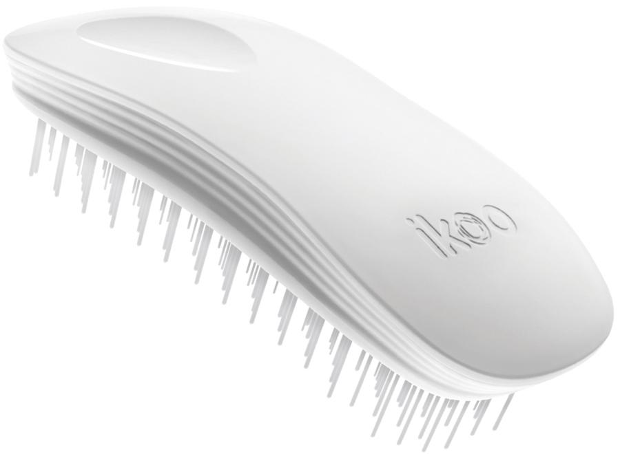 Ikoo Home Расческа для волос White Classic290023Уникальный подход щетки IKOO — расположение и структура щетинок, которые позволяют не только легко распутывать и расчесывать волосы, но и делать массаж головы в соответствии с принципами традиционной китайской медицины. Щетинки стимулируют энергетические меридианы и рефлексогенные зоны, что также положительно влияет на вегетативную нервную систему. Благодаря оптимальной степени твердости щетины, волосы распутываются легко и без вытягивания. Щетка ikoo сохраняет свою функциональность даже после долговременного использования.Щетки IKOO изготовлены из высококачественной смолы и акрила. Для комфортного использования корпус щетки отделан натуральной резиной, что помогает надежно удерживать щетку в руке. Скомбинировав эти три материала, мы избежали использования дерева и натуральной щетины, так как эти материалы подходят не для всех типов волос, а также труднее очищаются. Щетки IKOO соблюдают все гигиенические стандарты за счет своего состава. Во процессе разработки мы уделили большое внимание дизайну щетки, чтобы и правшам, и левшам было комфортно ей пользоваться.