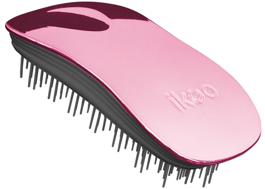 Ikoo Home Расческа для волос Black Rose Metallic290245Уникальный подход щетки IKOO — расположение и структура щетинок, которые позволяют не только легко распутывать и расчесывать волосы, но и делать массаж головы в соответствии с принципами традиционной китайской медицины. Щетинки стимулируют энергетические меридианы и рефлексогенные зоны, что также положительно влияет на вегетативную нервную систему. Благодаря оптимальной степени твердости щетины, волосы распутываются легко и без вытягивания. Щетка ikoo сохраняет свою функциональность даже после долговременного использования.Щетки IKOO изготовлены из высококачественной смолы и акрила. Для комфортного использования корпус щетки отделан натуральной резиной, что помогает надежно удерживать щетку в руке. Скомбинировав эти три материала, мы избежали использования дерева и натуральной щетины, так как эти материалы подходят не для всех типов волос, а также труднее очищаются. Щетки IKOO соблюдают все гигиенические стандарты за счет своего состава. Во процессе разработки мы уделили большое внимание дизайну щетки, чтобы и правшам, и левшам было комфортно ей пользоваться.