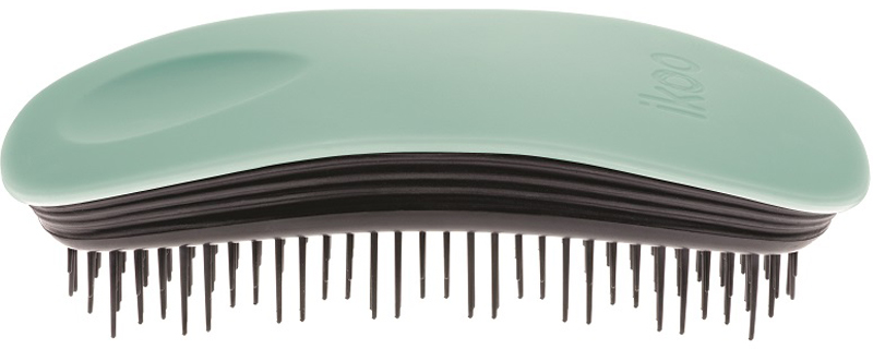 Ikoo Home Расческа для волос Paradise Black Ocean Breeze290382Уникальный подход щетки IKOO — расположение и структура щетинок, которые позволяют не только легко распутывать и расчесывать волосы, но и делать массаж головы в соответствии с принципами традиционной китайской медицины. Щетинки стимулируют энергетические меридианы и рефлексогенные зоны, что также положительно влияет на вегетативную нервную систему. Благодаря оптимальной степени твердости щетины, волосы распутываются легко и без вытягивания. Щетка ikoo сохраняет свою функциональность даже после долговременного использования.Щетки IKOO изготовлены из высококачественной смолы и акрила. Для комфортного использования корпус щетки отделан натуральной резиной, что помогает надежно удерживать щетку в руке. Скомбинировав эти три материала, мы избежали использования дерева и натуральной щетины, так как эти материалы подходят не для всех типов волос, а также труднее очищаются. Щетки IKOO соблюдают все гигиенические стандарты за счет своего состава. Во процессе разработки мы уделили большое внимание дизайну щетки, чтобы и правшам, и левшам было комфортно ей пользоваться.