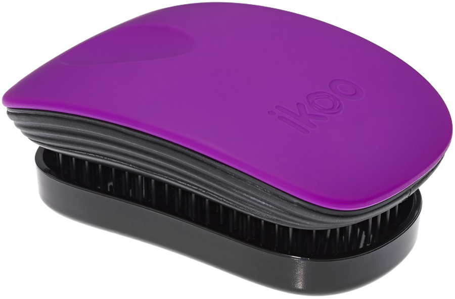 Ikoo Pocket Расческа для волос Paradise Black Suger Plum291167Уникальный подход щетки IKOO — расположение и структура щетинок, которые позволяют не только легко распутывать и расчесывать волосы, но и делать массаж головы в соответствии с принципами традиционной китайской медицины. Щетинки стимулируют энергетические меридианы и рефлексогенные зоны, что также положительно влияет на вегетативную нервную систему. Благодаря оптимальной степени твердости щетины, волосы распутываются легко и без вытягивания. Щетка ikoo сохраняет свою функциональность даже после долговременного использования.Щетки IKOO изготовлены из высококачественной смолы и акрила. Для комфортного использования корпус щетки отделан натуральной резиной, что помогает надежно удерживать щетку в руке. Скомбинировав эти три материала, мы избежали использования дерева и натуральной щетины, так как эти материалы подходят не для всех типов волос, а также труднее очищаются. Щетки IKOO соблюдают все гигиенические стандарты за счет своего состава. Во процессе разработки мы уделили большое внимание дизайну щетки, чтобы и правшам, и левшам было комфортно ей пользоваться.