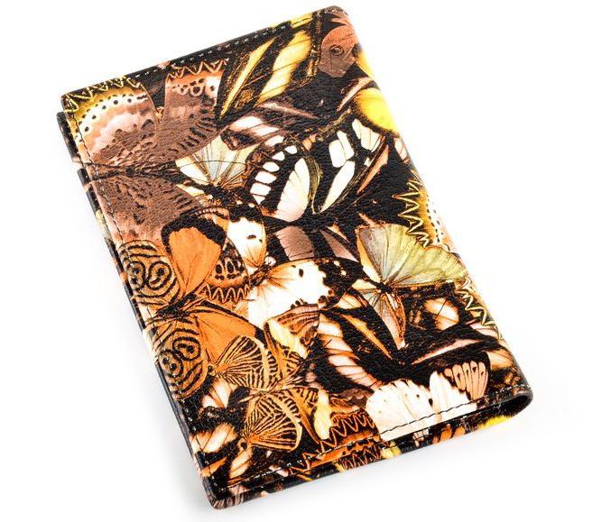 Обложка на паспорт женская Topo Fortunato, цвет: черный, бабочки. TF 5337-093TF 5337-093Обложка на паспорт натуральная кожа. Бренд Topo Fortunato. Размер 9,5х13,3 см. С левой стороны кожаный захват, два кармашка для пластиковых карт, прозрачное окошко для пропуска, с правой стороны пластиковый захват.