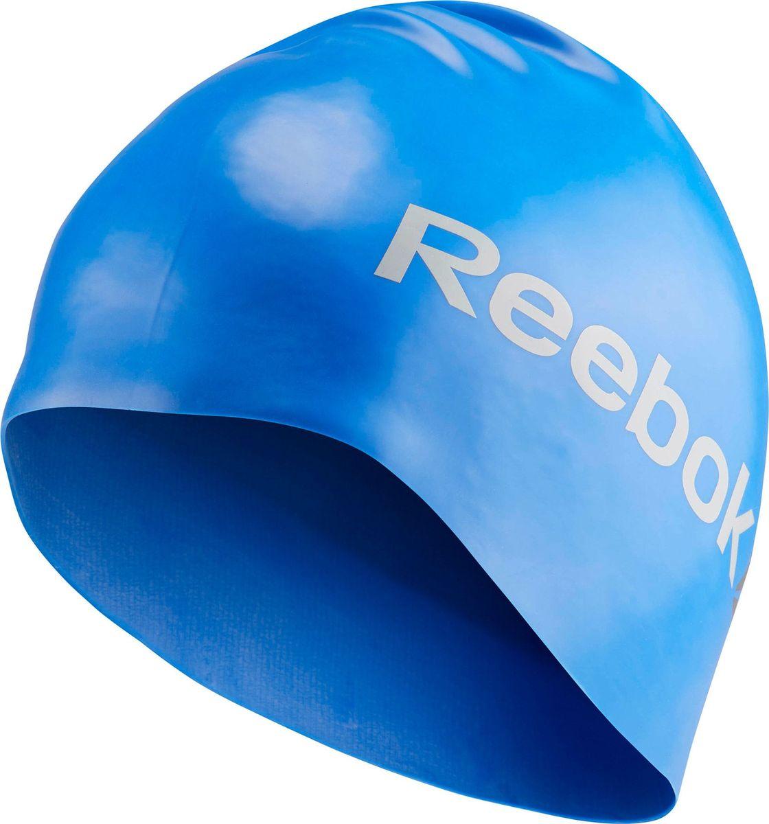 Шапочка для плавания Reebok Swim U Cap, цвет: синийCE1516Эта шапочка не только позволит вам с комфортом подготовиться к соревнованиям, но и продемонстрировать всем свою приверженность классическому стилю Reebok. Благодаря эргономичному дизайну и использованному материалу вам гарантирована надежная защита от воды как в бассейне, так и в открытом водоемеЭргономичный дизайн, закрывающий ушиФормованный материал препятствует образованию морщинок на поверхностиВнутреннее покрытие обеспечивает дополнительное сцепление и более надежную посадкуМатериал: 100% силикон для защиты от попадания воды