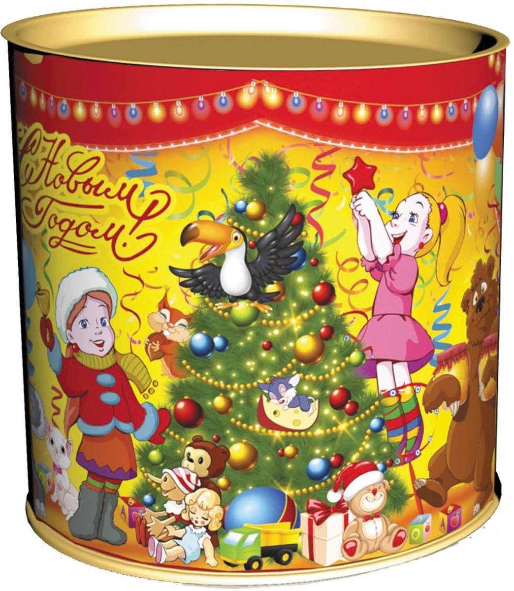 Сладкий новогодний подарок Веселая компания, в тубе, 300 г1570Сладкие новогодние подарки в тубах являются необычным выбором. Туба как вид упаковки является комбинированным типом, т. к. состоит из картонно-навивного корпуса и жестяных оснований. Такое соединение создает очень прочную и красочную упаковку для новогодних подарков. Сладкий Новогодний подарок «Туба Веселая компания» 300 гр. очарует любого малыша своей яркой, разноцветной упаковкой, а прекрасно подобранный состав кондитерских изделий от самых известных производителей позволит в полной мере насладиться праздником. Прекрасный вариант поздравления детей на утренниках в детских садах и школах.