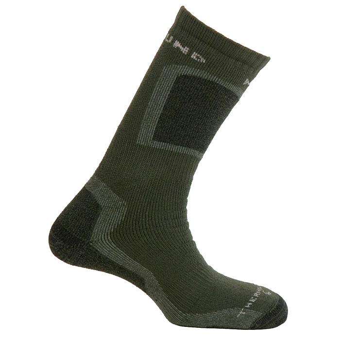 Термоноски Mund Hunting extreme, цвет: темно-зеленый. Размер L (41-45)442Термоноски Mund Hunting extreme - это высокие толстые носки для охотников, рыбаков и повседневной носки, сохраняющие тепло при температуре до -27°C. Использование специальных полых внутри волокон Thermolite обеспечивает комфорт сухого тепла, а так же отведение влаги с поверхности ступни. Носки сохраняют свои согревающие свойства даже во влажном состоянии. Эластан и Lycra входящие в состав носков, обеспечивают оптимальное облегание ноги, а полиамид повышает износостойкость. Если вас интересуют носки размера 36-40, то обратите внимание на модель-аналог Термоноски Mund K2 Extreme, цвет: синий, серый. Размер M (36-40).