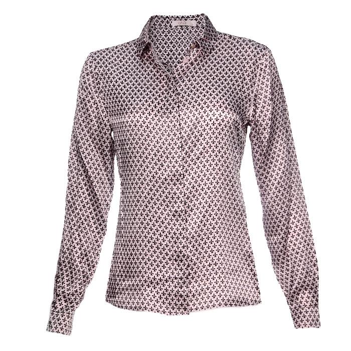 Блуза UNQ, цвет: розовый, черный. 12223411403. Размер 44 (50)12223411403Стильная блуза UNQ с длинными рукавами застегивается на пуговицы. Блуза с отложным воротничком оформлена оригинальным рисунком. Рукава снизу имеют манжеты, застегивающиеся на пуговички.Оригинальный дизайн этой блузы не позволит вам остаться незамеченной!