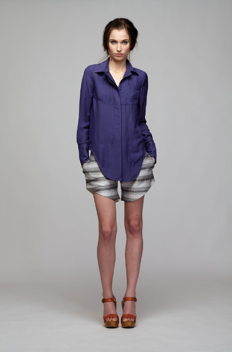 Шорты женские Sara Coleman, цвет: серый. PV2013039P. Размер 40 (44)PV2013039PСтильные короткие шорты отлично будут смотреться на вас. Шорты дополнены двумя боковыми карманами.Изделие, выполненное из льна с небольшим добавлением вискозы и полиэстера, обладает высокой теплопроводностью, воздухопроницаемостью и гигроскопичностью, позволяет коже дышать, тем самым обеспечивая наибольший комфорт при носке даже самым жарким летом.Такие шорты послужат замечательным дополнением к вашему гардеробу.