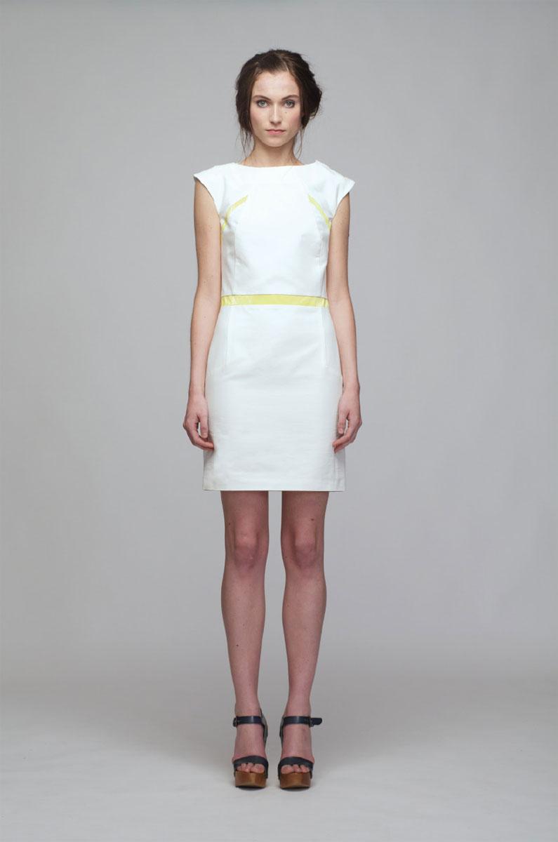 Платье Sara Coleman, цвет: белый, желтый. PV2013014V. Размер 40 (44)PV2013014VСтильное платье выполнено из хлопка. Платье-футляр с подкладкой и с круглым вырезом горловины, отлично подчеркнет женственность и красоту вашей фигуры. На груди и поясе оформлено яркими вставками из ткани. Застегивается сбоку на потайную молнию. Романтичное платье - для девушки, стремящейся всегда оставаться стильной и элегантной.