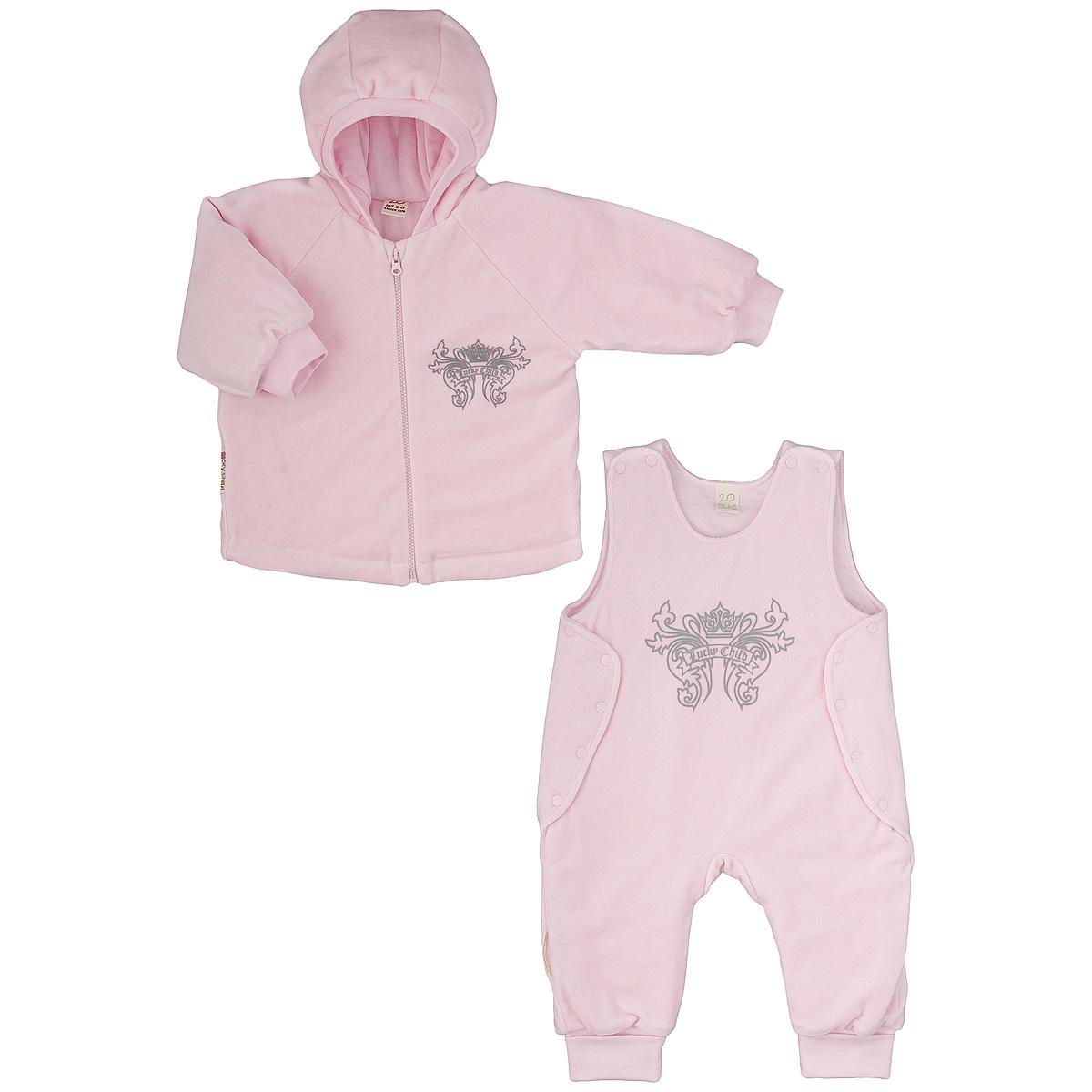 Комплект детский Lucky Child: куртка, полукомбинезон, цвет: розовый. 5-5. Размер 74/805-5Утепленный детский комплект Lucky Child идеально подойдет для ребенка в прохладное время года. Комплект состоит из куртки и полукомбинезона, изготовленных из велюра с утеплителем из синтепона, а для максимального комфорта на подкладке используется натуральный хлопок, который не раздражает нежную кожу ребенка и хорошо сохраняет тепло. Комплект необычайно мягкий и приятный на ощупь, не сковывает движения малыша и позволяет коже дышать, обеспечивая ему наибольший комфорт. Куртка с капюшоном и длинными рукавами-реглан застегивается на пластиковую застежку-молнию. Рукава дополнены широкими трикотажными манжетами, не стягивающими запястья. На груди она оформлена оригинальным принтом в виде логотипа бренда. Полукомбинезон застегивается сверху на кнопки, а по бокам дополнен специальными клапанами на кнопках, которые позволяют без труда переодеть малыша. Снизу брючин предусмотрены широкие трикотажные манжеты. На груди он декорирован таким же рисунком, как на куртке. Комфортный, удобный и практичный этот комплект идеально подойдет для прогулок и игр на свежем воздухе!