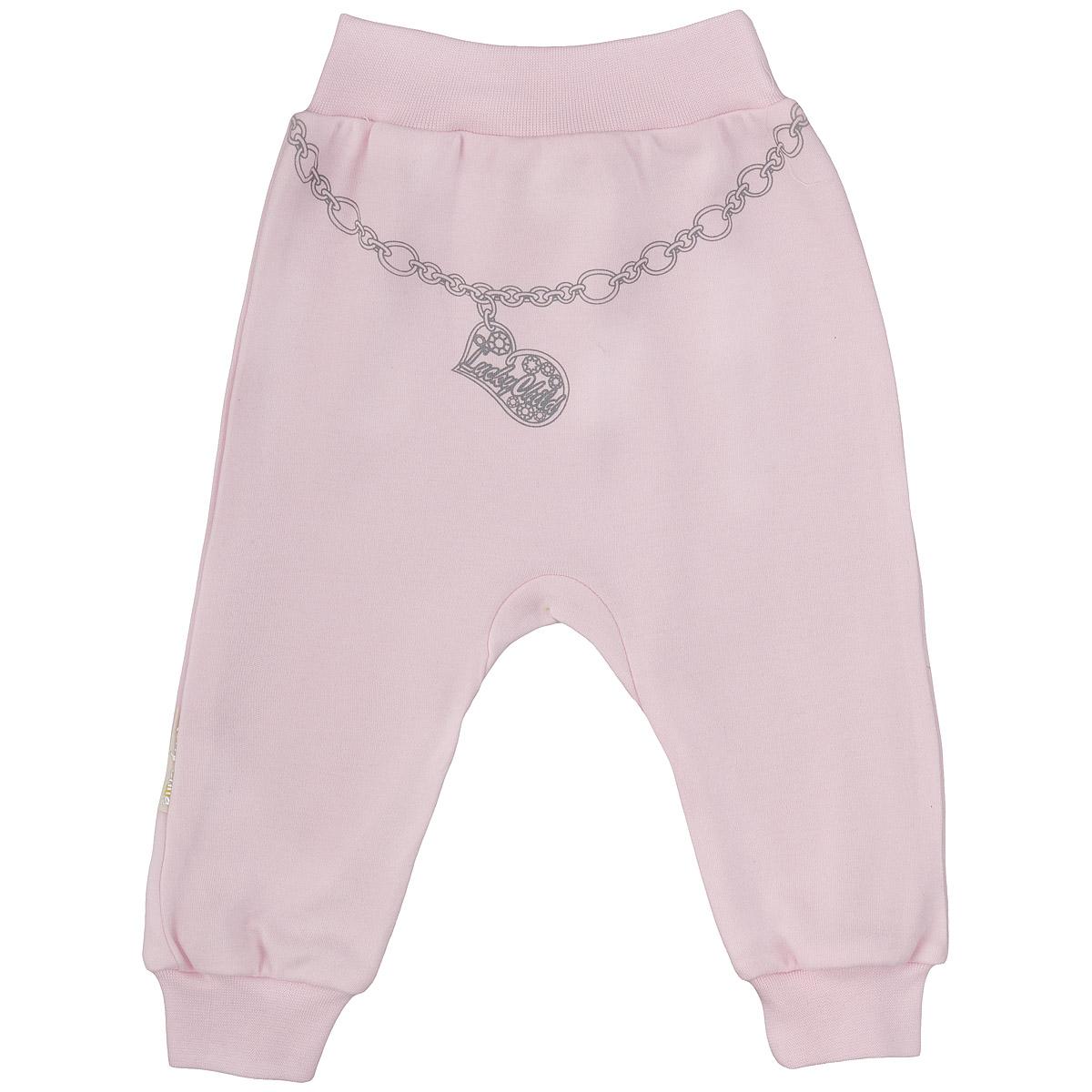 Штанишки на широком поясе для девочки Lucky Child, цвет: розовый. 2-11. Размер 68/742-11Удобные штанишки для девочки Lucky Child на широком поясе послужат идеальным дополнением к гардеробу вашей малышки. Штанишки, изготовленные из интерлока - натурального хлопка, необычайно мягкие и легкие, не раздражают нежную кожу ребенка и хорошо вентилируются, а эластичные швы приятны телу младенца и не препятствуют его движениям. Штанишки благодаря мягкому эластичному поясу не сдавливают животик ребенка и не сползают, обеспечивая ему наибольший комфорт, идеально подходят для ношения с подгузником и без него. Снизу брючины дополнены широкими трикотажными манжетами, не пережимающими ножку. Спереди они оформлены оригинальным принтом в виде цепочки с подвеской.Штанишки очень удобный и практичный вид одежды для малышей, которые уже немного подросли. Отлично сочетаются с футболками, кофточками и боди.В таких штанишках вашей малышке будет уютно и комфортно!