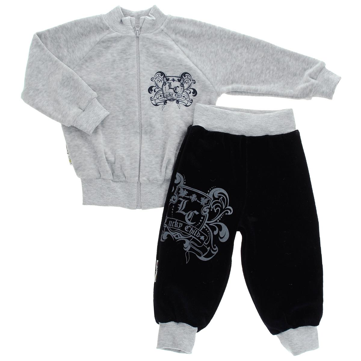 Комплект для мальчика Lucky Child: толстовка, брюки, цвет: серый, темно-синий. 5-8. Размер 80/865-8Детский комплект для мальчика Lucky Child, состоящий из толстовки и брюк - очень удобный и практичный. Комплект выполнен из велюра, благодаря чему он необычайно мягкий и приятный на ощупь, не раздражают нежную кожу ребенка и хорошо вентилируются, а эластичные швы приятны телу малыша и не препятствуют его движениям. Толстовка с воротником-стойкой и длинными рукавами-реглан застегивается на пластиковую застежку-молнию. Рукава дополнены широкими трикотажными манжетами, не стягивающими запястья. Понизу также проходит широкая трикотажная резинка. На груди она оформлена оригинальным принтом в виде логотипа бренда. Брюки прямого покроя на талии имеют широкую эластичную резинку, благодаря чему они не сдавливают животик ребенка и не сползают. Понизу штанины дополнены широкими трикотажными манжетами. Спереди брюки декорированы таким же рисунком, как на толстовке. Оригинальный дизайн и модная расцветка делают этот комплект незаменимым предметом детского гардероба. В нем ваш ребенок всегда будет в центре внимания!