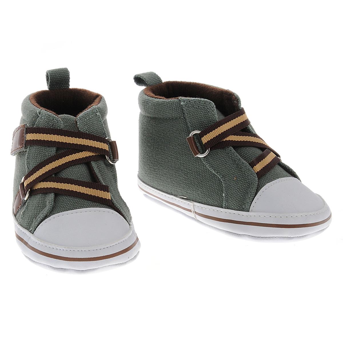 Пинетки Luvable Friends Высокие кеды Зигзаг, цвет: хаки. 11195. Размер 12/18мес11195Оригинальные детские пинетки для мальчика Luvable Friends, стилизованные под Высокие кеды - это легкая и удобная обувь для малышей. Удобная шнуровка на липучке в виде зигзага, мягкие, не сдавливающие ножку материалы делают модель практичной и популярной. Стопа оформлена прорезиненным рельефным рисунком, благодаря которому ребенок не будет скользить.Такие пинетки - отличное решение для малышей и их родителей!