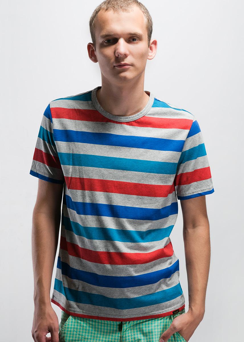 Футболка мужская Lee, цвет: серый, синий, красный, голубой. L646AIBZ. Размер M (48)L646AIBZСтильная мужская футболка GREY MELE свободного кроя, изготовленная из высококачественного хлопка, не сковывает движения, обеспечивая наибольший комфорт.Модель с короткими рукавами и круглым вырезом горловины.Такая футболка отлично дополнит ваш образ и позволит выделиться из толпы.