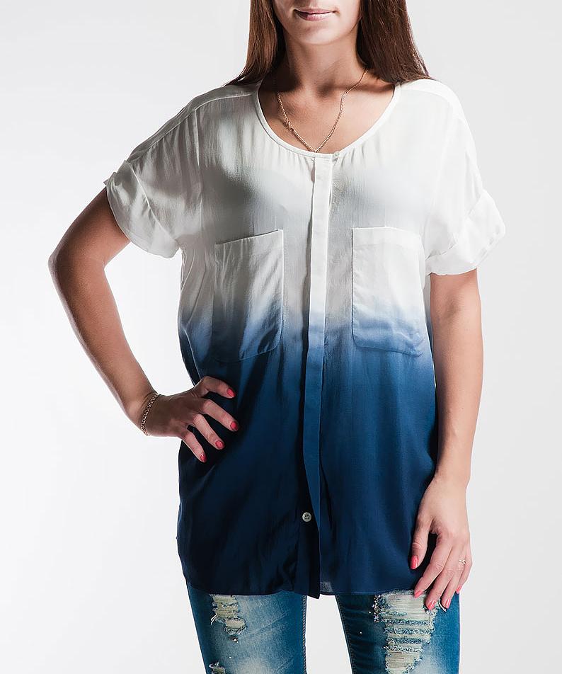 Блуза женская Turnover, цвет: белый, синий. 1335240295. Размер 44 (38)1335240295_25438Симпатичная женская блуза Turnover выполнена из высококачественного материала. Модель свободного кроя с круглым вырезом горловины и короткими рукавами застегивается на пуговицы. На груди дополнена двумя накладными карманами.Такая модель будет дарить вам комфорт в течение всего дня и послужит замечательным дополнением к вашему гардеробу.