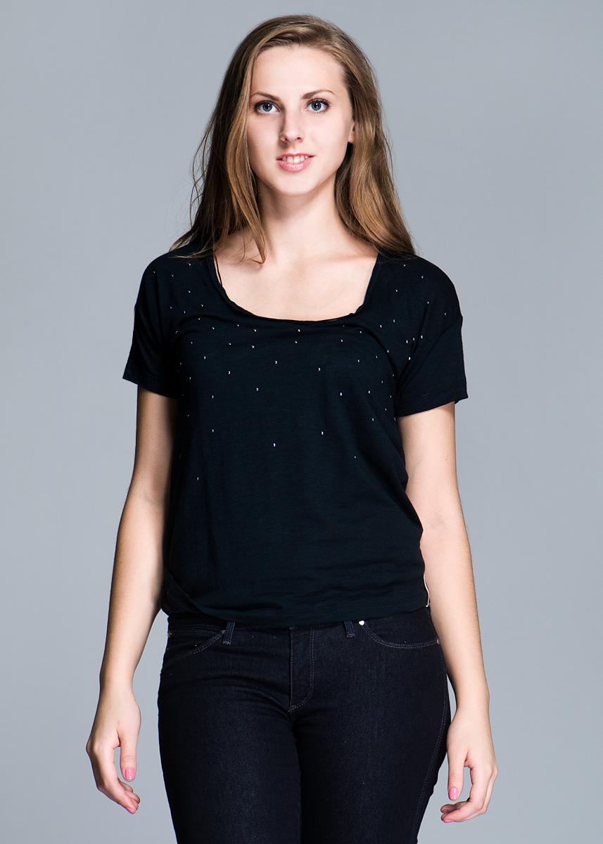 Футболка женская Lee, цвет: черный. L487EP01 S 0. Размер S (42)L487EP01Стильная женская футболка Lee свободного кроя, изготовленная из высококачественного материала, не сковывает движения, обеспечивая наибольший комфорт. Модель с короткими рукавами и круглым вырезом горловины оформлена металлическими клепками. Такая футболка отлично дополнит ваш образ и позволит выделиться из толпы.