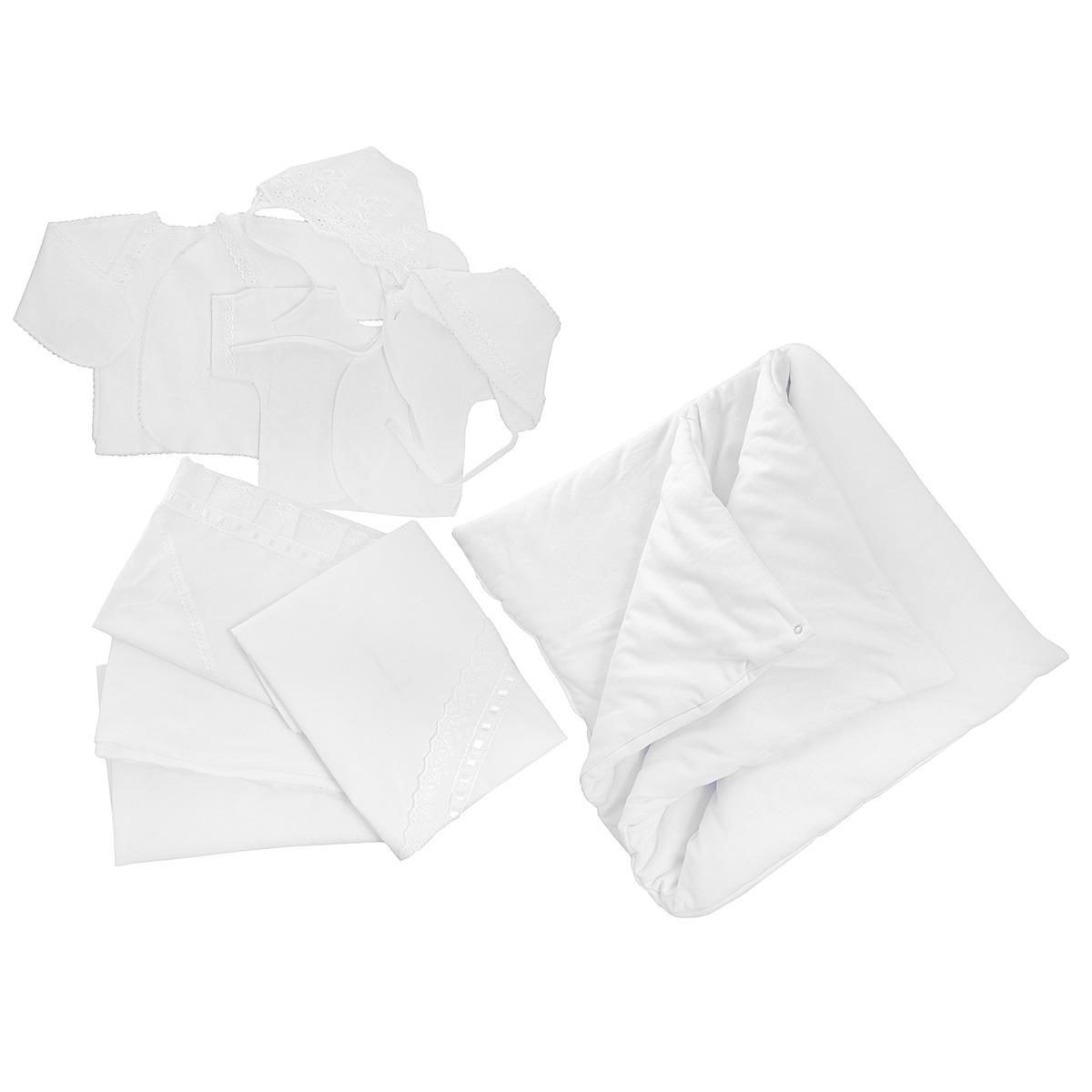 Комплект для новорожденного Трон-Плюс, 9 предметов, цвет: белый. 3476. Размер 62, 3 месяца3476Комплект для новорожденного Трон-плюс - это замечательный подарок, который прекрасно подойдет для первых дней жизни ребенка. Комплект состоит из двух распашонок, двух чепчиков, уголка, двух пеленок, пододеяльника и одеяла. Комплект изготовлен из натурального хлопка, благодаря чему он необычайно мягкий и приятный на ощупь, не сковывает движения младенца и позволяет коже дышать, не раздражает даже самую нежную и чувствительную кожу ребенка, обеспечивая ему наибольший комфорт. Легкая распашонка с короткими рукавами выполнена швами наружу. Изделие украшено вышивкой, а рукава декорированы ажурными рюшами и петельками.Теплая распашонка с запахом выполнена швами наружу. Декорирована распашонка ажурными рюшами. А благодаря рукавичкам ребенок не поцарапает себя. Ручки могут быть как открытыми, так и закрытыми. Чепчик защищает еще не заросший родничок, щадит чувствительный слух малыша, прикрывая ушки, и предохраняет от теплопотерь. Комплект содержит два чепчика: один - легкий мягкий чепчик с завязками выполнен швами наружу и украшен вышивками, а второй - теплый чепчик выполнен из футера швами наружу и украшен ажурными рюшами и петельками. Очаровательный уголок, выполненный из натурального хлопка и украшенный вышивками и атласной лентой, необычайно мягкий и легкий, не раздражает нежную кожу ребенка и хорошо вентилируется, а эластичные швы приятны телу младенца. Уголок обеспечивает вашему ребенку комфорт! Пеленка станет незаменимым помощником в деле ухода за ребенком. В комплект входят две пеленки: легкая из мадаполама и теплая из футера, отделанная ажурными петельками.Пододеяльник, выполненный из бязи отбеленной, дополнен двумя треугольными вырезами, отделанными вышивкой и атласной лентой.Одеяло из футера необычно мягкое и приятное на ощупь. Оно имеет три слоя синтепона и дополнено застежками-кнопками, благодаря которым его можно использовать в качестве конверта.Предметы набора упаков