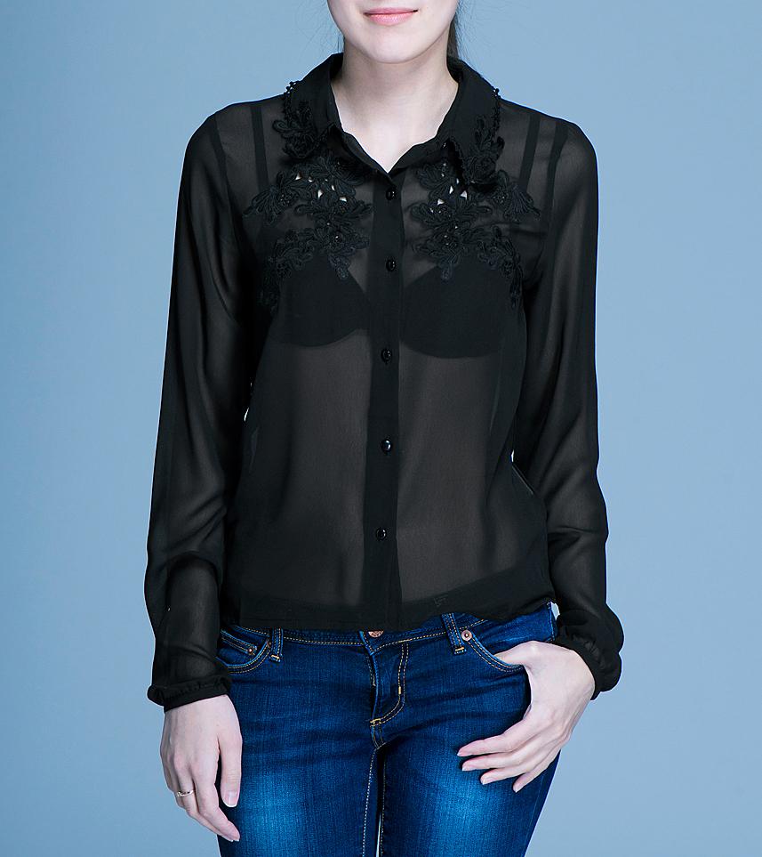 Блуза женская ICHI, цвет: черный. 100117. Размер 36 (42/44)100117Очаровательная блуза ICHI, выполненная из полупрозрачного материала, подчеркнет ваш безупречный вкус. Изделие прямого кроя с отложным воротничком и длинными рукавами застегивается на пуговицы по всей длине. На груди и по краю воротника блуза оформлена нежной вышивкой. В такой блузе вы не останетесь без внимания.