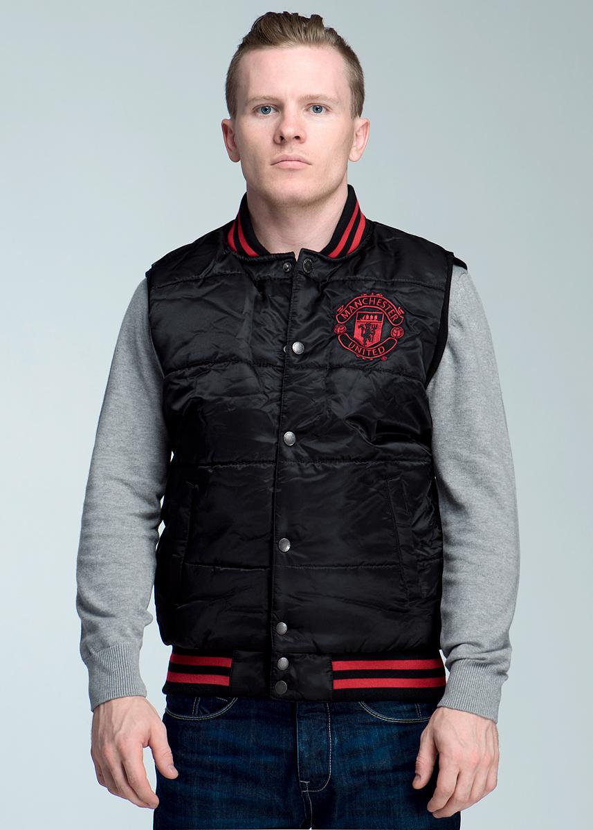 Жилет мужской FC Manchester United, цвет: черный. 149640. Размер XS (44)149640Стильный утепленный жилет FC Manchester United, изготовленный из ветрозащитной и водоотталкивающей ткани, не сковывает движения, обеспечивая наибольший комфорт. На подкладке используется гладкая подкладочная ткань. Жилет с небольшим воротничком-стойкой застегивается на кнопки. На груди он оформлен вышивкой в виде фирменного логотипа футбольного клуба Манчестер Юнайтед. По бокам имеются два прорезных кармашка на кнопках. Вырезы рукавов дополнены широкими трикотажными резинками, понизу также проходит широкая трикотажная резинка.Идеальный вариант для повседневной носки!