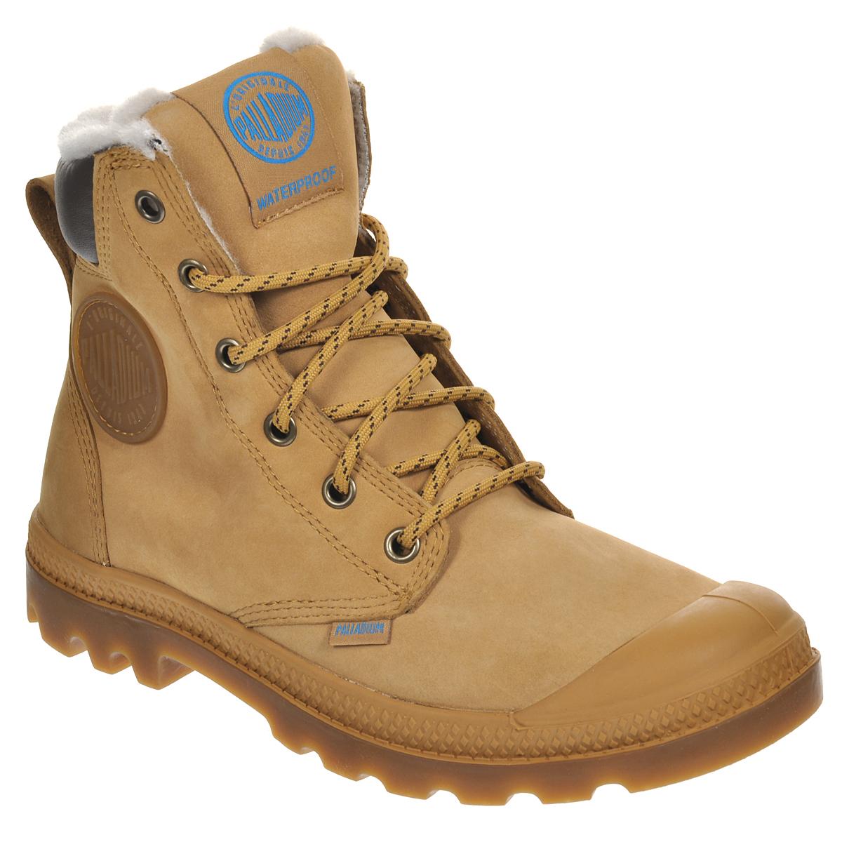 Ботинки Palladium Pampa Sport Cuff WPS, цвет: песочный. 72992-228. Размер 8 (41)72992-228Стильные ботинки Pampa Sport Cuff WPS от Palladium прекрасно подойдут для повседневной носки в холодную погоду. Верх ботинок выполнен из натурального нубука. Подкладка изготовлена из натуральной шерсти, которая сохранит ваши ноги в тепле. Фиксируется модель на ноге при помощи плотной классической шнуровки. Вшитый язычок исключает попадание снега внутрь ботинка и обеспечивает дополнительную теплоизоляцию. Прорезиненный мысок и кант защитят от влаги и позволят продлить срок службы изделия.Стелька EVA для амортизации и комфорта при ходьбе. Резиновая подошва с глубоким протектором обеспечивает превосходное сцепление на любой поверхности. Оформлена модель вставкой из искусственной кожи, сбоку прорезиненной нашивкой с логотипом Palladium, а на язычке нашивкой с названием бренда.Такие ботинки будут прекрасно сочетаться с различными вещами вашего гардероба. Они подчеркнут ваш стиль и индивидуальность!