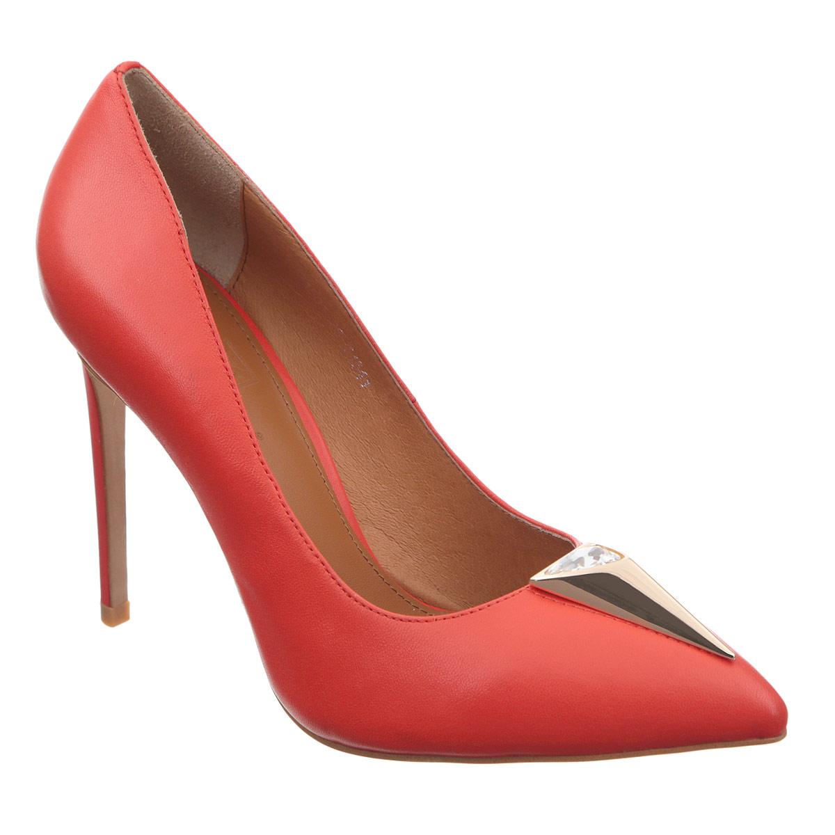 Туфли женские Grand Style, цвет: красный. 1501-28/T1541. Размер 371501-28/T1541Оригинальные женские туфли Grand Style заинтересуют вас своим дизайном. Модель выполнена из высококачественной натуральной кожи. Мыс туфель оформлен декоративным треугольным элементом из металла, инкрустированным крупным стразом. Зауженный носок добавит женственности в ваш образ. Стелька из натуральной кожи позволяет ногам дышать. Высокий каблук-шпилька компенсирован скрытой платформой. Подошва с рифлением обеспечивает отличное сцепление с любой поверхностью.Изысканные туфли добавят шика в модный образ и подчеркнут ваш безупречный вкус.