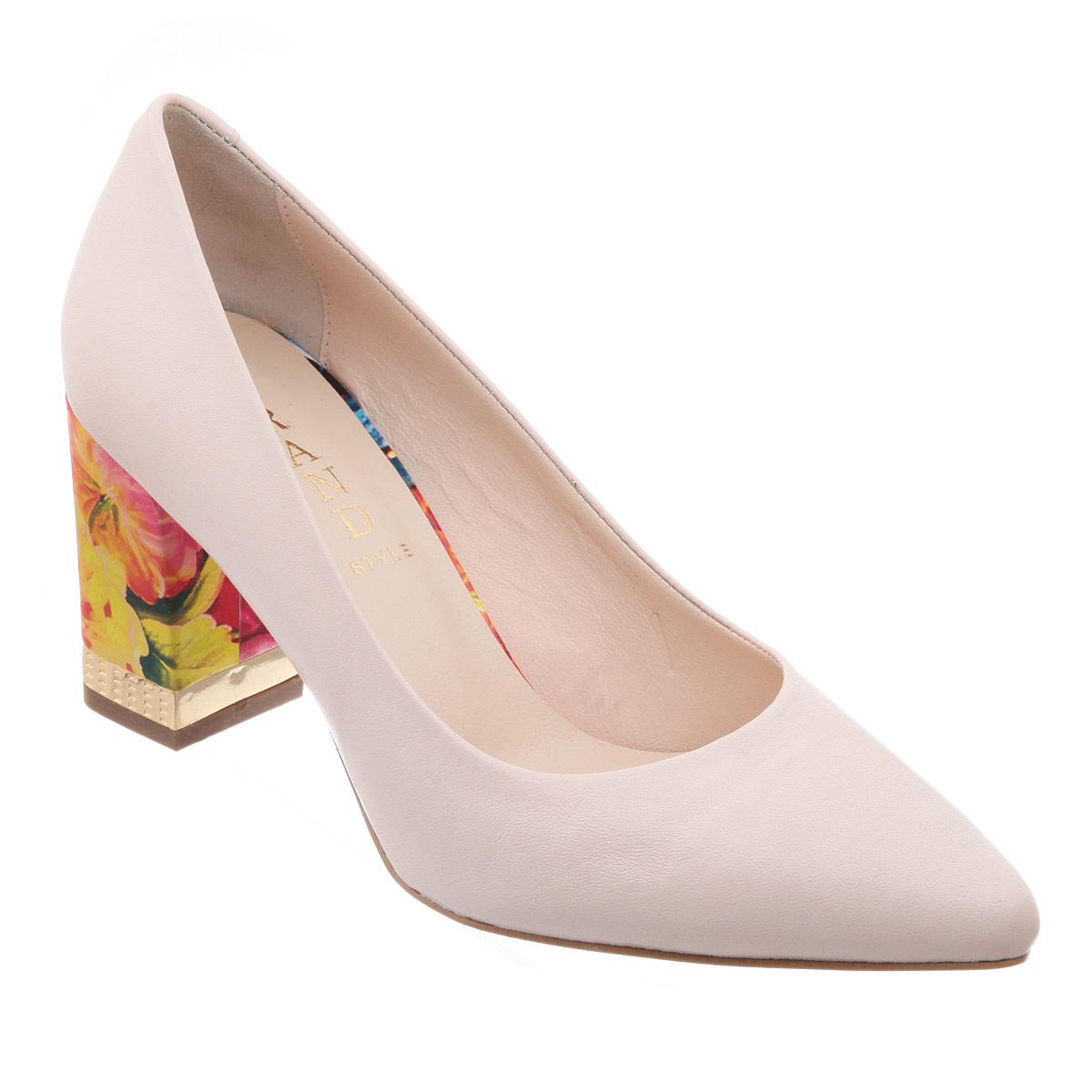 Туфли женские Grand Style, цвет: бежевый. 105-28-245. Размер 40105-28-245Оригинальные женские туфли от Grand Style позволят вам выделиться среди окружающих. Модель выполнена из натуральной кожи. Каблук оформлен цветочным принтом и металлической вставкой с гравированным узором. Заостренный носок - тренд сезона! Мягкая стелька из натуральной кожи невероятно комфортна при ходьбе. Умеренной высоты каблук - с противоскользящим рифлением.Эффектные туфли внесут изюминку в ваш модный образ.