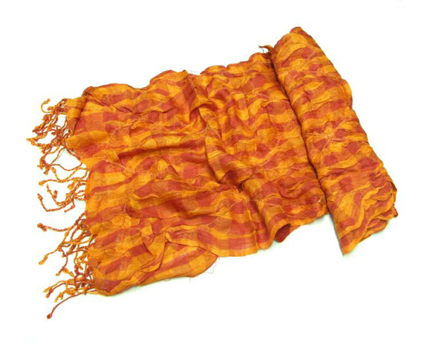 Шарф женский Ethnica, цвет: оранжевый, коралловый. 525090. Размер 50 см х 170 см525090Шарф Ethnica станет нарядным аксессуаром, который призван подчеркнуть вашу индивидуальность и очарование. Шарф выполнен из вискозы и имеет оригинальную жатую фактуру. Он украшен бахромой и оформлен актуальным принтом в классическую клетку.Этот модный аксессуар гармонично дополнит образ современной женщины, следящей за своим имиджем и стремящейся всегда оставаться стильной и элегантной. Такой шарф украсит любой наряд, с ним вы всегда будете выглядеть изысканно и оригинально.