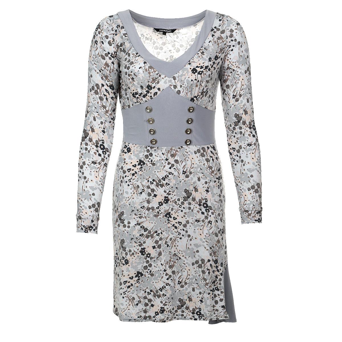 Платье Hammond, цвет: серый. 1-12-5-16. Размер 441-12-5-16Стильное платье из тяжелого струящегося трикотажа с цветочным узором подойдет не только для повседневной носки, но и с легкостью создаст романтический образ. Одна однотонная вставка подчеркивает V-образный вырез горловины, другая - имитирует корсет с двумя рядами пуговиц и небольшой клинышек в подоле. Это стильное платье станет прекрасным выбором для офиса или просто встреч с друзьями.