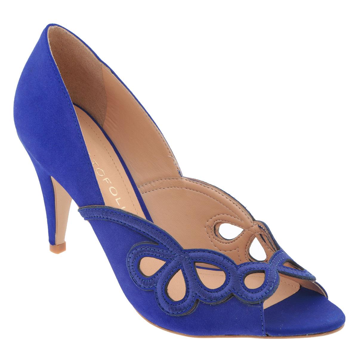 Туфли женские Cristofoli, цвет: синий. 150417. Размер BRA 37 (38)150417Модные туфли от Cristofoli эффектно дополнят ваш летний образ.Модель выполнена из натуральной высококачественной кожи и оформлена перфорированным узором. Перфорация обеспечивает отличную вентиляцию, позволяет вашим ногам дышать. Открытый носок смотрится невероятно элегантно. Мягкая стелька из натуральной кожи комфортна при ходьбе. Рифленая поверхность подошвы защищает изделие от скольжения.Стильные туфли не оставят равнодушной настоящую модницу!
