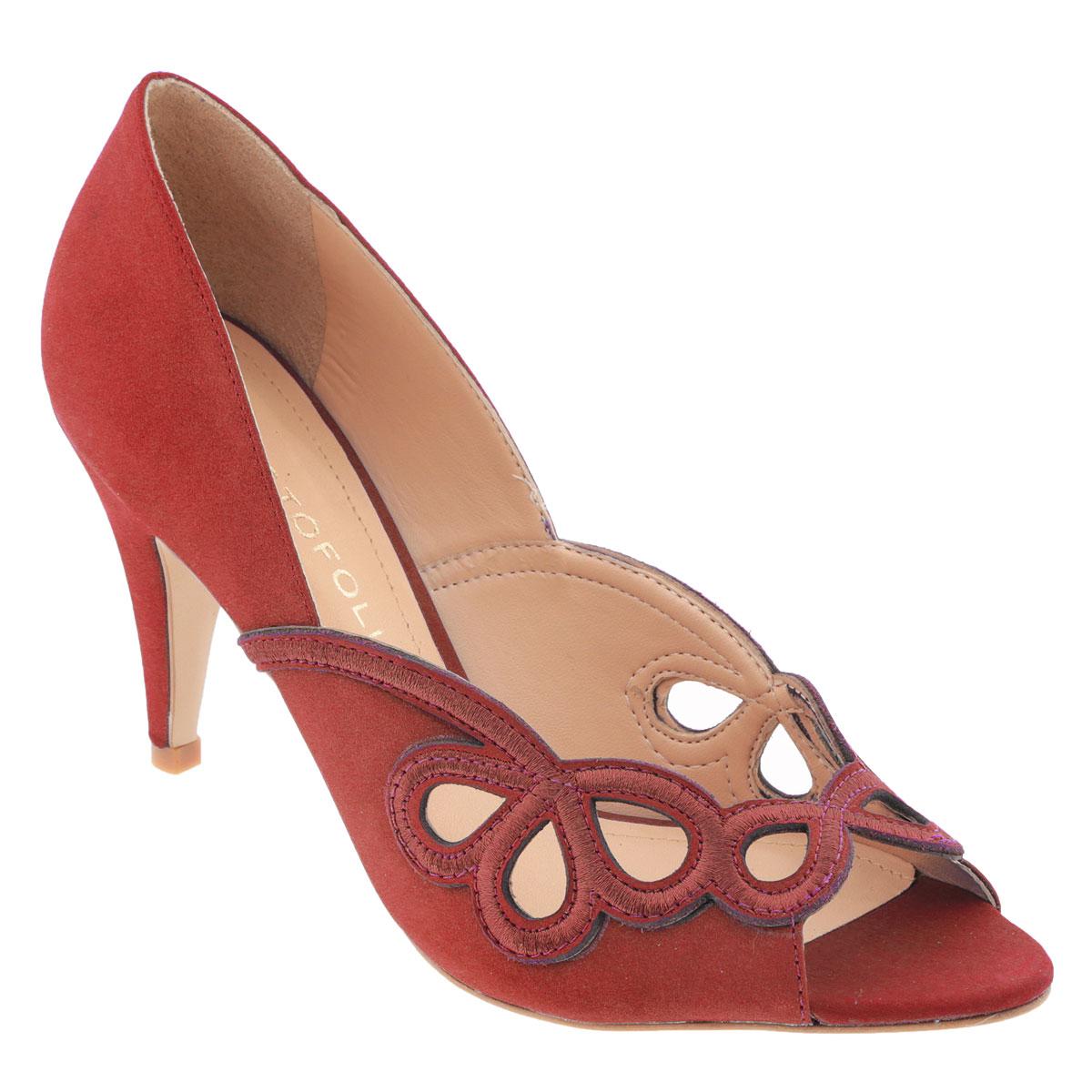 Туфли женские Cristofoli, цвет: морковный. 150417. Размер BRA 34 (35)150417Модные туфли от Cristofoli эффектно дополнят ваш летний образ.Модель выполнена из натуральной высококачественной кожи и оформлена перфорированным узором. Перфорация обеспечивает отличную вентиляцию, позволяет вашим ногам дышать. Открытый носок смотрится невероятно элегантно. Мягкая стелька из натуральной кожи комфортна при ходьбе. Рифленая поверхность подошвы защищает изделие от скольжения.Стильные туфли не оставят равнодушной настоящую модницу!