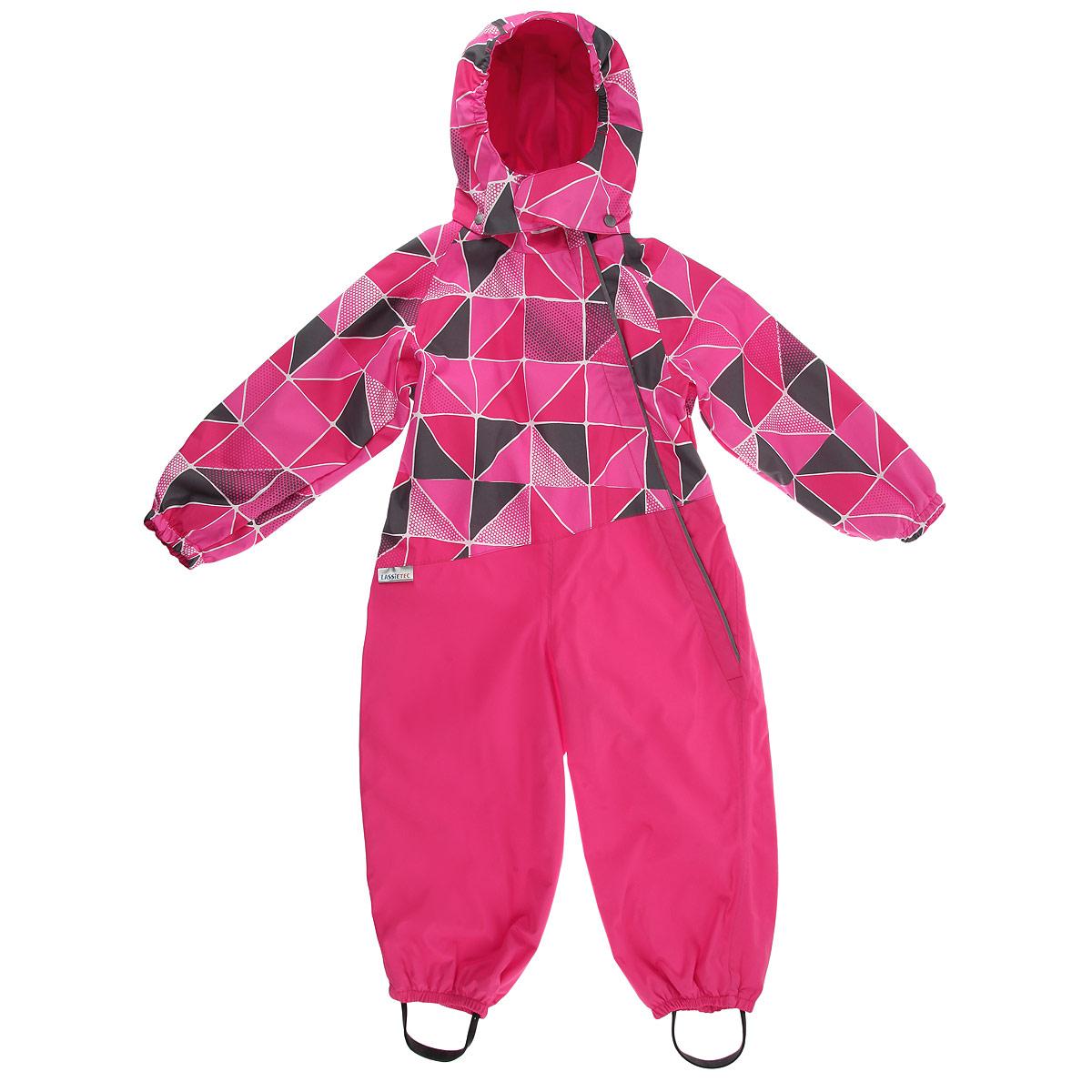 Комбинезон детский Reima Lassietec, цвет: розовый. 710650-4442. Размер 68710650_4442Удобный детский комбинезон Reima Lassietec идеально подойдет для ребенка ранней весной, когда на свежем воздухе все еще может быть прохладно. Комбинезон изготовлен из водо- и ветронепроницаемого материала, гарантирующего сухость и комфорт. Материал отличается высокой устойчивостью к трению, благодаря специальной обработке полиуретаном поверхность изделия отталкивает грязь и воду, что облегчает поддержание аккуратного вида одежды. Тонкая и мягкая подкладка дает коже ощущение комфорта. Все швы проклеены и водонепроницаемы. Комбинезон с капюшоном застегивается на пластиковую застежку-молнию и дополнительно имеет внешнюю ветрозащитную планку и защиту подбородка. Капюшон, присборенный по бокам на резинку, защитит нежные щечки от ветра, он пристегивается к комбинезону при помощи застежек-кнопок и дополнительно застегивается клапаном под подбородком на липучку. Края рукавов дополнены неширокими эластичными манжетами. Мягкая подкладка на манжетах, капюшоне и воротнике обеспечивает дополнительный комфорт. По спинке предусмотрена вшитая широкая эластичная резинка. Снизу брючин предусмотрены прорезиненные съемные штрипки, одевающиеся на ступню и не дающие комбинезону ползти вверх. Светоотражающие вставки не оставят вашего ребенка незамеченным в темное время суток.Комфортный, удобный и практичный комбинезон идеально подойдет для прогулок и игр на свежем воздухе!