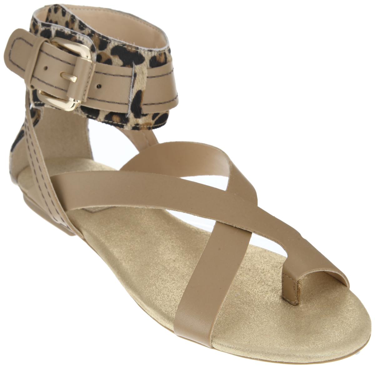 Сандалии женские Cristofoli, цвет: бежевый. 151185. Размер BRA 34 (35)151185Эффектные женские сандалии от Cristofoli не оставят равнодушной настоящую модницу.Модель изготовлена из высококачественной натуральной кожи. Задник и верхняя часть изделия выполнены из ворса, стилизованного под леопарда. Фиксирующие ремешки надежно закрепят модель на ноге. Ремешок с металлической пряжкой, опоясывающий щиколотку, пропущен через шлевки. Мягкая стелька из натуральной кожи комфортна при ходьбе. Низкий каблук и подошва дополнены противоскользящим рифлением.Стильные сандалии помогут вам создать яркий запоминающийся образ.
