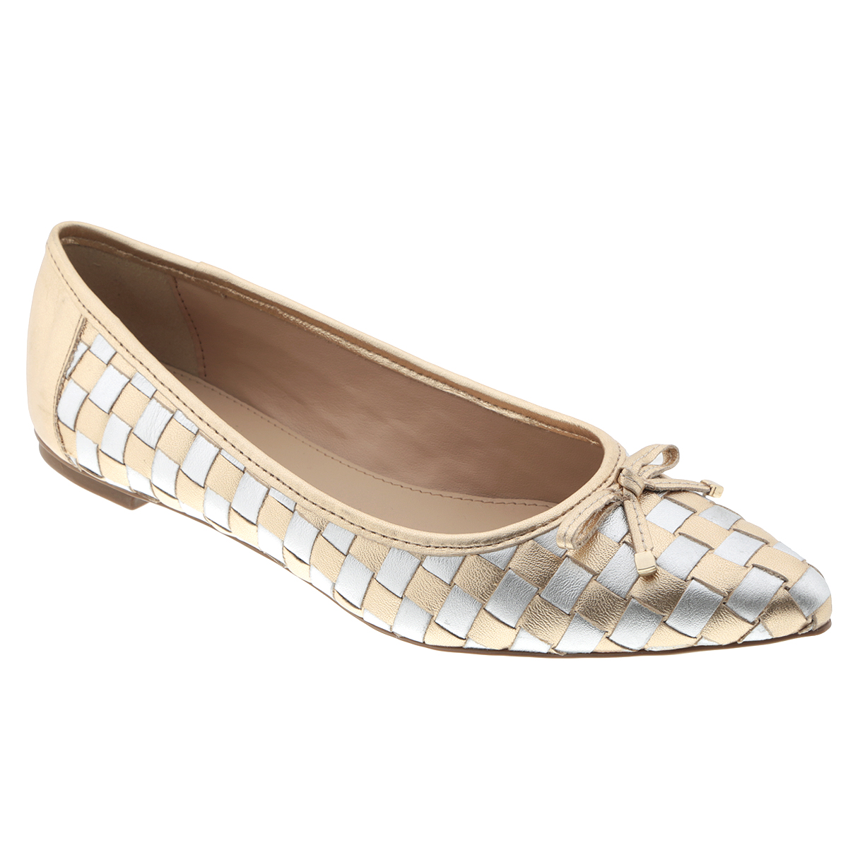 Балетки Tabita, цвет: золотой, серебряный. 6043460. Размер BRA 33 (34)6043460Яркие балетки от Tabita внесут эффектные нотки в ваш модный образ. Модель выполнена из натуральной высококачественной кожи и оформлена декоративным плетением. Мыс изделия декорирован милым кожаным бантиком, дополненным на концах металлическими пластинами. Заостренный носок - тренд сезона! Стелька из искусственной кожи комфортна при движении. Низкий каблук - с противоскользящим рифлением.Удобные балетки - незаменимая вещь в гардеробе каждой женщины.