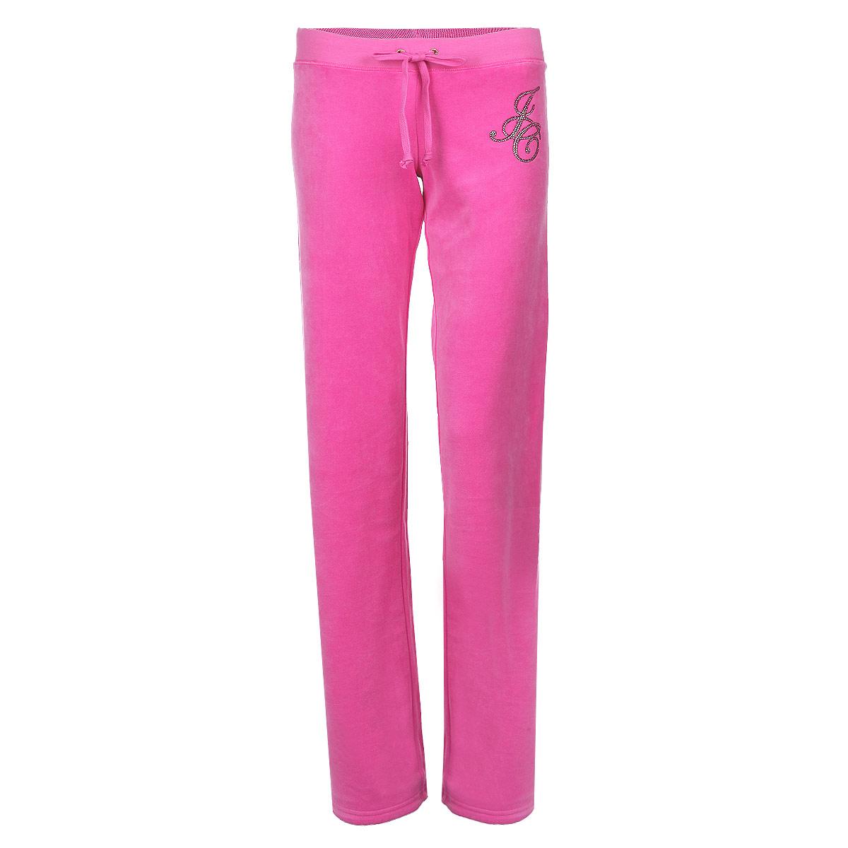 Брюки спортивные женские Juicy Couture, цвет: розовый. JG008274/FRSE. Размер M (46)JG008274/FRSEСтильные женские спортивные брюки Juicy Couture выполнены из нежного велюрового материала, очень мягкие на ощупь, не раздражают даже самую нежную и чувствительную кожу и хорошо вентилируются. Модель прямого свободного кроя на широком поясе. Притачной эластичный пояс обеспечивает комфортную посадку брюк, дополнен текстильным шнуром. Модель оформлена аппликацией из блесток и страз в виде букв JC. Такие брюки отлично подойдут для летних прогулок и спортивных занятий.