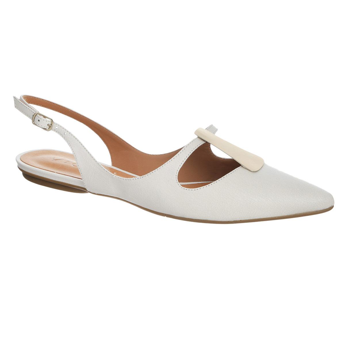 Балетки Vicenza, цвет: молочный. 5827024. Размер BRA 36 (37)5827024Модные балетки от Vicenza займут достойное место среди вашей обуви. Модель выполнена из натуральной высококачественной кожи и оформлена широким вырезом и оригинальной металлической пластиной спереди. Заостренный носок смотрится невероятно женственно. Открытый задник обеспечивает отличную вентиляцию, позволяет вашим ногам дышать. Ремешок с металлической пряжкой прочно зафиксирует модель на вашей щиколотке. Длина ремешка регулируется за счет болта. Стелька из натуральной кожи гарантирует комфорт при ходьбе. Подошва с рифлением обеспечивает максимальное сцепление с поверхностью.Удобные балетки придутся по душе каждой женщине!