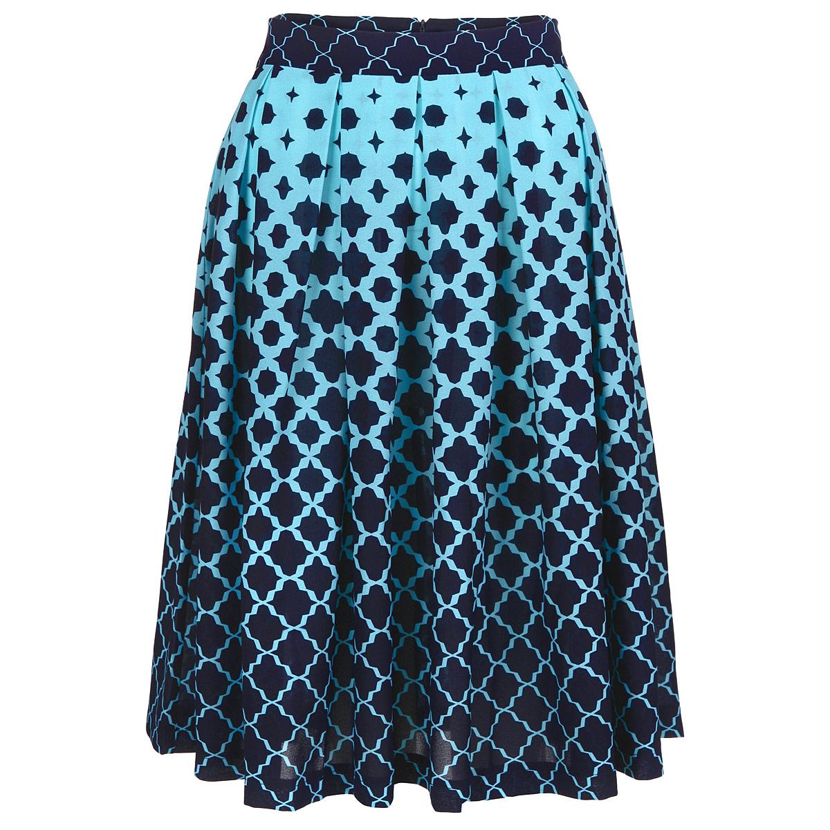 Юбка Lautus, цвет: темно-синий, голубой. ю0156. Размер 48ю0156Очаровательная юбка от Lautus добавит женственные нотки в ваш модный образ. Модель выполнена из полиэстера с небольшим добавлением эластана. Юбка застегивается на потайную застежку-молнию, расположенную в заднем шве. Изящная модель с посадкой на талии подчеркнет красоту и стройность ваших ног, сделает ваш образ более хрупким. Изделие оформлено модным контрастным принтом. Стильная юбка - основа гардероба настоящей леди. Она подчеркнет ваше отменное чувство стиля и безупречный вкус!