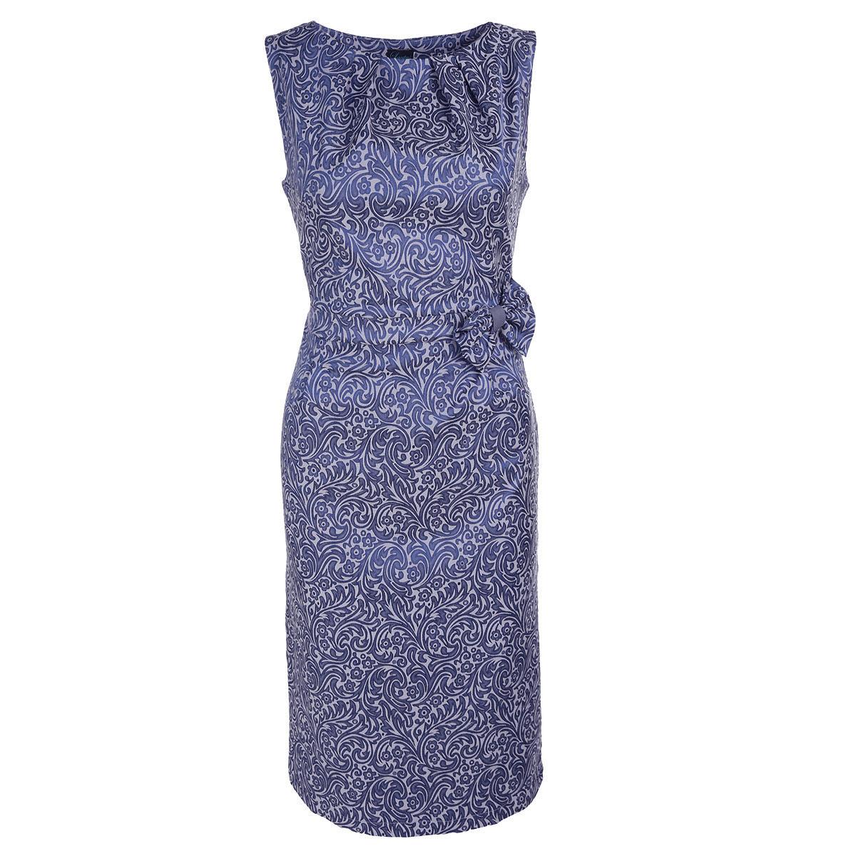 Платье Lautus, цвет: синий. 639. Размер 52639Очаровательное платье Lautus выполнено из высококачественного плотного материала с фактурным орнаментом. Модель приталенного силуэта с круглым вырезом горловины и без рукавов, на спинке застегивается на потайную молнию. Горловина спереди оформлена декоративными складками. Талия подчеркнута текстильным ремешком и декорирована бантом. Сзади в среднем шве предусмотрен небольшой разрез для удобства при ходьбе. Стильное платье - идеальный вариант для создания эффектного образа.