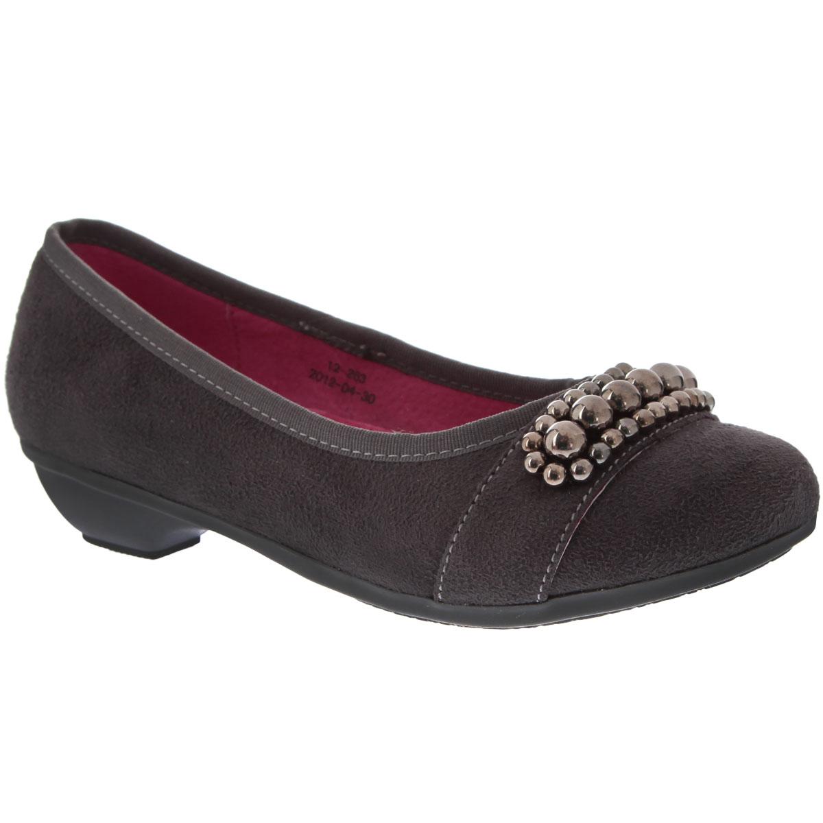 Туфли для девочки Аллигаша, цвет: серый. 12-263. Размер 3112-263Классическая школьная модель туфлей на не большом изящном каблучке придется по вкусу юной моднице. Модель выполнена из высококачественной искусственной замши. Мысок стильно оформлен бусинами. Стелька из натуральной кожи дополнена супинатором с перфорацией, который обеспечивает правильное положение ноги ребенка при ходьбе, предотвращает плоскостопие. Ажурная поверхность подошвы защищает изделие от скольжения. Идеальный выбор на школьный сезон.