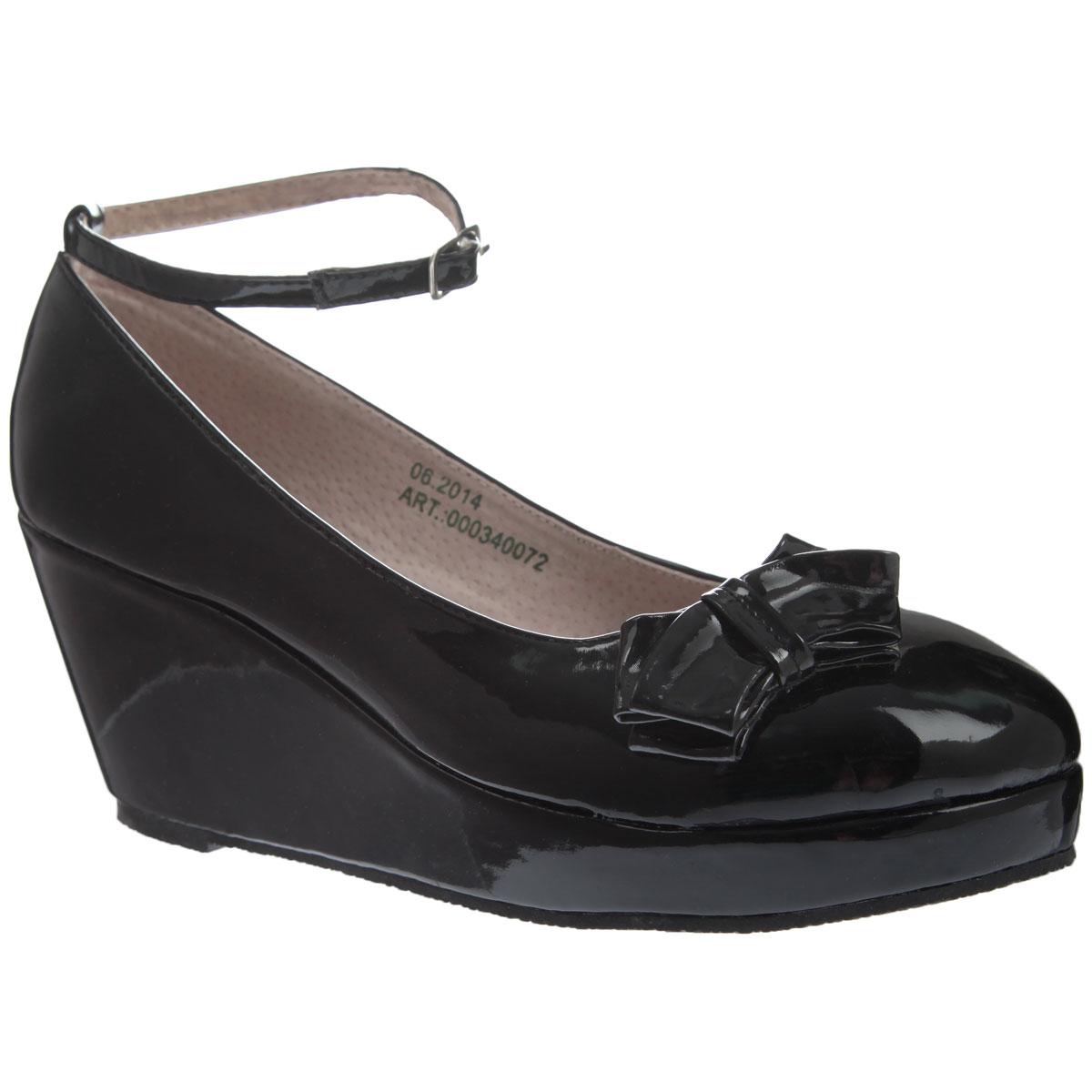 Туфли для девочки Аллигаша, цвет: черный. 000340072. Размер 38000340072Стильные модные туфли для девочки от торговой марки Аллигаша придутся по вкусу юным модницам. Модель выполнена из высококачественной искусственной лакированной кожи и украшена очаровательным бантиком с боку. Подклад и стелька выполнены из натуральной кожи.Изящный съемный ремешок позволяет использовать данную модель, как с ним, так и без него. Туфли на танкетке и не большой платформе очень комфортны и удобны в носке. Эти туфли созданы для стильных юных модниц!